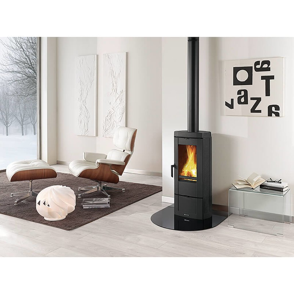 Stufa a legna in ghisa smaltata candy nordica extraflame for Obi stufe a combustibile liquido